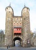 Portone della città di Helpoort a Maastricht, Paesi Bassi fotografie stock libere da diritti