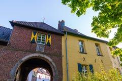 Portone della città storica di Bedburg alt-Kaster, Germania Immagini Stock Libere da Diritti
