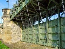 Portone della diga di Pretziener vicino al villaggio Pretzien sul fiume Elba in Sassonia-Anhalt in Germania immagini stock