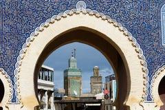 Portone di Bab Bou Jeloud o portone blu in EL Bali Medina, Marocco di Fes fotografie stock libere da diritti
