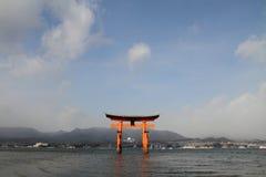 Portone di galleggiamento del santuario di Itsukushima Fotografia Stock