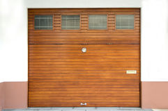 Portone di legno del garage Immagine Stock