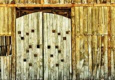 Portone di legno e molto vecchio del granaio Fotografia Stock Libera da Diritti