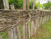 Portone di legno nel villaggio fotografia stock