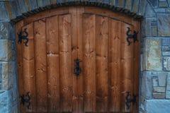 Portone di legno nella città polacca di Zakopane Immagini Stock