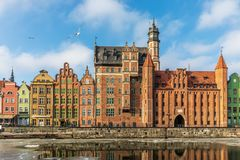 Portone di Mariacka ed altre facciate variopinte a Danzica, Polonia immagine stock libera da diritti