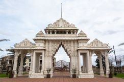 Portone di marmo dei BAPS Shri Swaminarayan Mandir del tempio indù a Houston, TX immagini stock libere da diritti