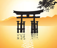 Portone di Miyajima a Hiroshima e l'albero Fotografia Stock