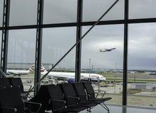Portone di partenza all'aeroporto di Heathrow Immagini Stock Libere da Diritti