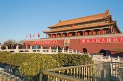 Portone di Tienanmen (il portone di pace celeste). I turisti visitano Immagine Stock