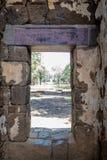 Portone di uscita di pietra nel castello di pietra asiatico fotografia stock
