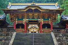 Portone di Yashamon al santuario di Taiyuinbyo a Nikko, Giappone Immagine Stock
