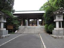 Portone e lanterne tradizionali buddisti del santuario a Tokyo Fotografie Stock Libere da Diritti