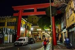 Portone giapponese in distretto turistico orientale nella città dello são Paulo Brazil fotografie stock