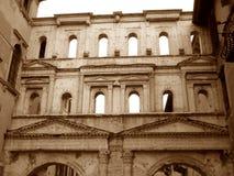 Portone nel tono di seppia, Roman Gate antico di Porta Borsari nella città di Verona Fotografie Stock