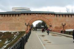 Portone occidentale (resurrezione dell'arco) del Cremlino di Novgorod Fotografia Stock Libera da Diritti