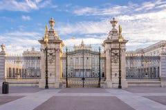 Portone a Royal Palace di Madrid Immagine Stock Libera da Diritti