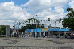 Portone storico numero 2 del cantiere navale di Danzica a Danzica, Polonia Fotografia Stock