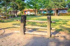 Portone tradizionale dell'isola di Jeju - barre trasversali e poste della guardia in Nati Fotografia Stock Libera da Diritti