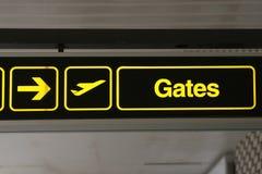 Portoni dell'aeroporto alla destra Fotografia Stock