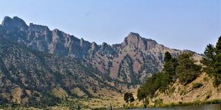 Portoni della regione selvaggia di montagne immagine stock