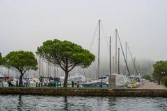 Portoroz Slovenien - Oktober 17, 2016: Yachter och fartyg på marina Arkivfoton