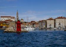 Portoroz, une petite ville et sa marina, situées dans l'Adriatique slovenia image stock