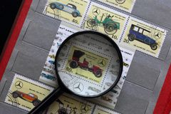 Portost?mplar av Republiken Korea i albumet Sl?ppt till den 60th ?rsdagen av Mercedes-Benz 1926-1986 visat fotografering för bildbyråer