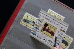 Portost?mplar av Republiken Korea i albumet Sl?ppt till den 60th ?rsdagen av Mercedes-Benz 1926-1986 visat royaltyfri bild