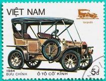Portostämplar med utskrivavet i Vietnam visar den klassiska bilen Fotografering för Bildbyråer