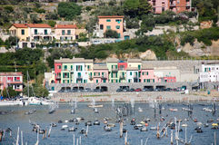 Portovenere淡菜农场和海滩在港口 库存照片