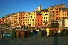 Portovenere на зоре: сбор мусора на пристани Марины Стоковая Фотография RF