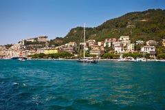 Portovenere gammal by på havet Arkivbilder