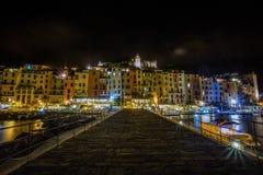 Portovenere vid den lilla hamnen för natt nära 5 terre, La Spezia, Italien arkivbild