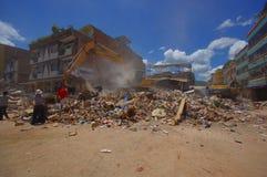 Portoviejo, Ισημερινού - 18 Απριλίου, 2016: Οικοδόμηση παρουσιάζοντας τη συνέπεια 7 σεισμός 8 που κατέστρεψε το κέντρο πόλεων στοκ φωτογραφίες με δικαίωμα ελεύθερης χρήσης