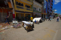 Portoviejo, Ισημερινού - 18 Απριλίου, 2016: Οικοδόμηση παρουσιάζοντας τη συνέπεια 7 σεισμός 8 που κατέστρεψε το κέντρο πόλεων στοκ εικόνες