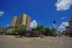 Portoviejo, Ισημερινού - 18 Απριλίου, 2016: Οικοδόμηση παρουσιάζοντας τη συνέπεια 7 σεισμός 8 που κατέστρεψε το κέντρο πόλεων στοκ φωτογραφία