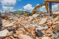 Portoviejo, Ισημερινού - 18 Απριλίου, 2016: Οικοδόμηση παρουσιάζοντας τη συνέπεια 7 σεισμός 8 στοκ φωτογραφία