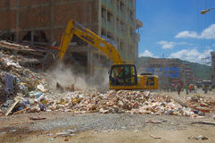 Portoviejo, Ισημερινού - 18 Απριλίου, 2016: Οικοδόμηση παρουσιάζοντας τη συνέπεια 7 σεισμός 8 στοκ φωτογραφίες