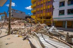Portoviejo, Ισημερινού - 18 Απριλίου, 2016: Οικοδόμηση παρουσιάζοντας τη συνέπεια 7 σεισμός 8 στοκ φωτογραφία με δικαίωμα ελεύθερης χρήσης