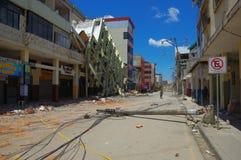 Portoviejo, Ισημερινού - 18 Απριλίου, 2016: Οικοδόμηση παρουσιάζοντας τη συνέπεια 7 σεισμός 8 στοκ εικόνα