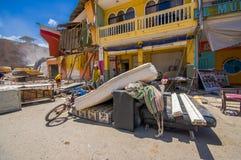 Portoviejo, Ισημερινού - 18 Απριλίου, 2016: Οικοδόμηση παρουσιάζοντας τη συνέπεια 7 σεισμός 8 που κατέστρεψε το κέντρο πόλεων στοκ εικόνες με δικαίωμα ελεύθερης χρήσης