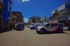 Portoviejo, Ισημερινού - 18 Απριλίου, 2016: Οχήματα ομάδας διάσωσης που καταβάλλουν προσπάθειες αποκατάστασης μετά από 7 σεισμός  στοκ εικόνες