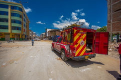Portoviejo, Ισημερινού - 18 Απριλίου, 2016: Προσωπικό διάσωσης και διαταγής που εργάζεται στο afetermath 7 σεισμός 8 αυτός στοκ εικόνα