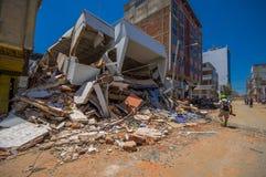 Portoviejo Ekwador, Kwiecień, -, 18, 2016: Budować pokazywać aftereffect 7 8 trzęsienie ziemi Zdjęcia Stock