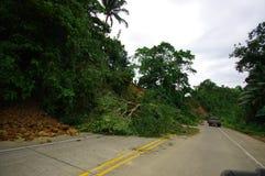 Portoviejo Ekwador, Kwiecień, -, 18, 2016: Osunięcie się ziemi blokuje drogę wybrzeże po 7 8 trzęsienie ziemi Zdjęcie Stock