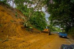 Portoviejo Ekwador, Kwiecień, -, 18, 2016: Osunięcie się ziemi blokuje drogę wybrzeże po 7 8 trzęsienie ziemi Zdjęcie Royalty Free