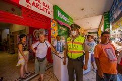 Portoviejo Ekwador, Kwiecień, -, 18, 2016: Ratuneku i rozkazu kadrowy działanie w afetermath 7 8 trzęsienie ziemi to Zdjęcie Stock