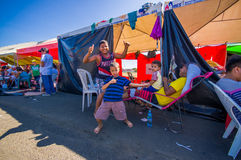 Portoviejo, Equador - abril, 18, 2016: Barracas para os refugiados após 7 terremoto 8 Fotografia de Stock Royalty Free