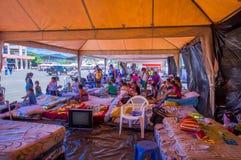 Portoviejo, Equador - abril, 18, 2016: Barracas para os refugiados após 7 terremoto 8 Imagens de Stock